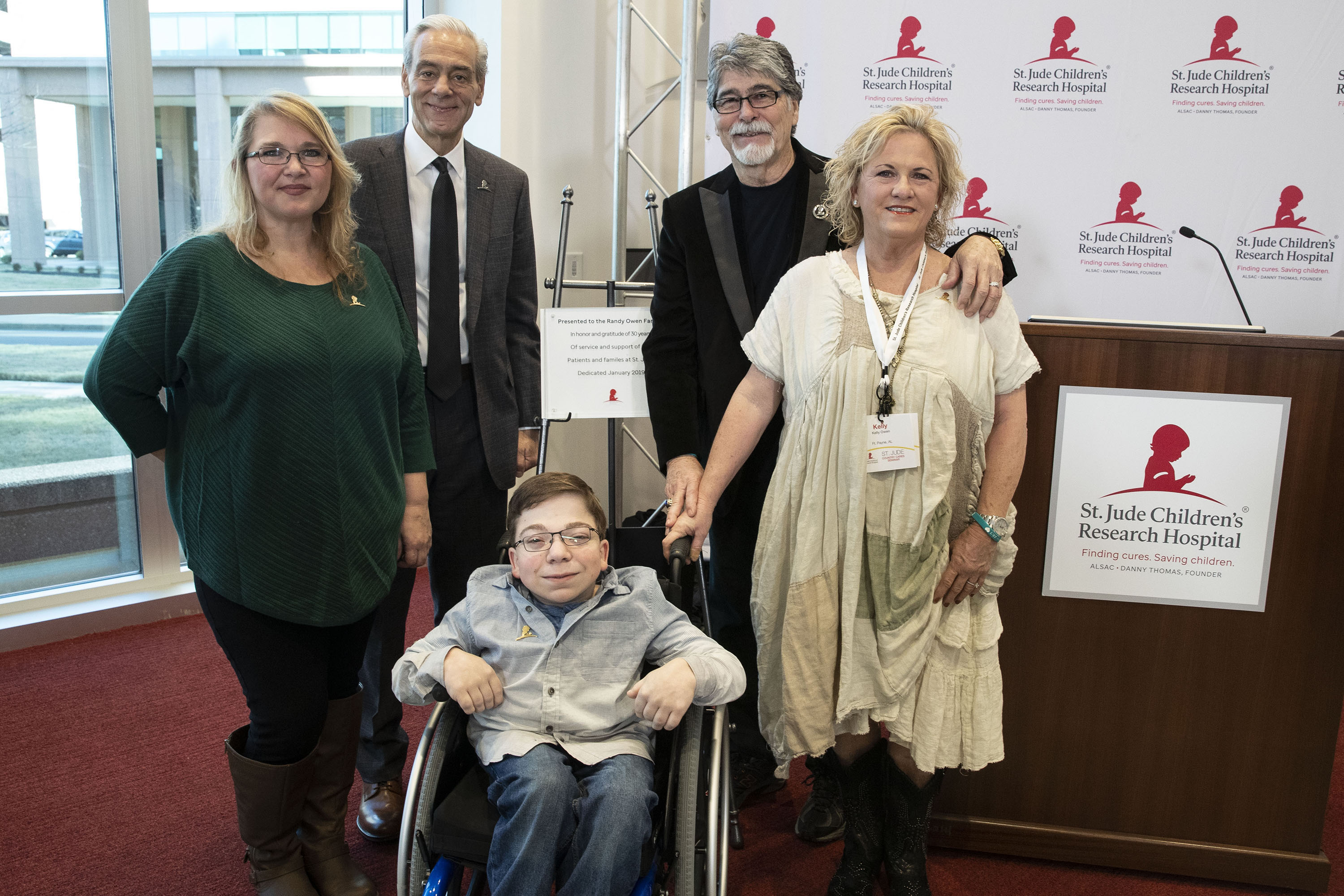 St. Jude Children's Research Hospital® Celebrates 30th Anniversary of Country Cares for St. Jude Kids® with Dedication of Patient Family Room to ALABAMA's Randy Owen